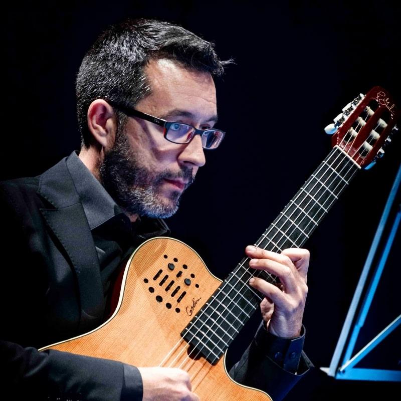 Carlos Leon-min